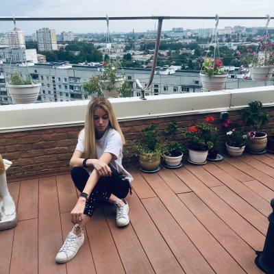 blonde_ella