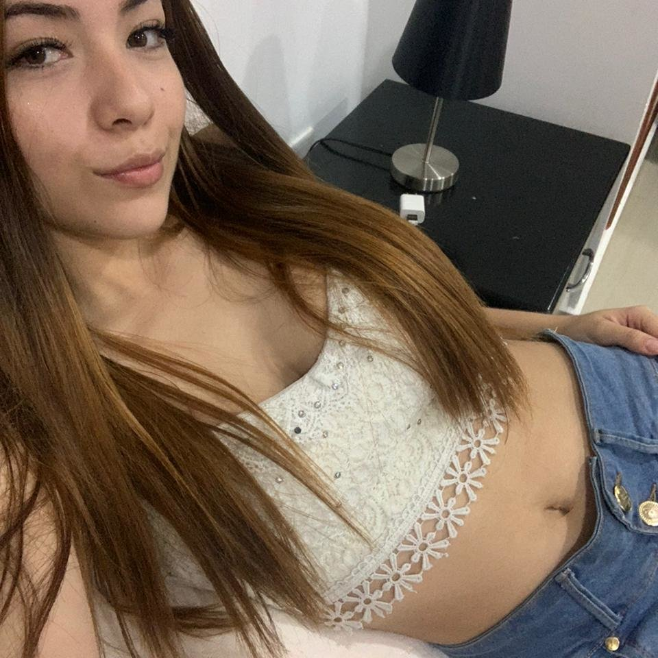 Watch  andrea_reyes1 live on cam at StripChat