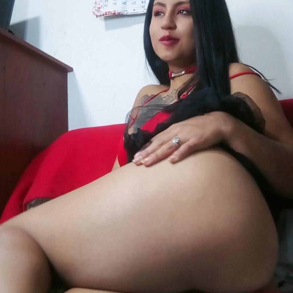 Watch  lunita_024_ live on cam at StripChat