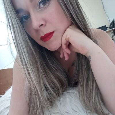 Holly_cum11