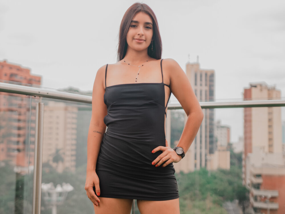 Watch  AvaCollins live on cam at StripChat