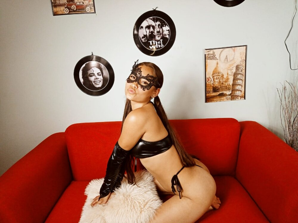 Watch  Electra_saenz live on cam at StripChat
