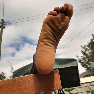 Ebony_feet_nylons