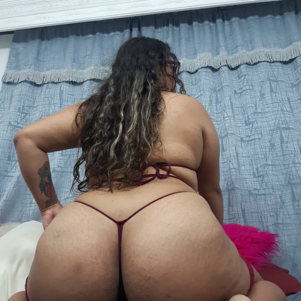 Watch  CaperucitaHot live on cam at StripChat