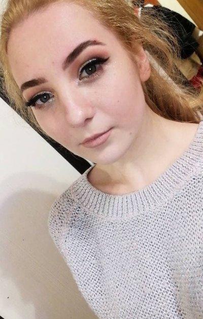 Emily_Stonee