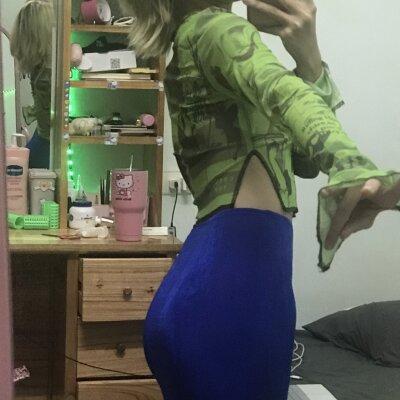 Lusia_weedtime01