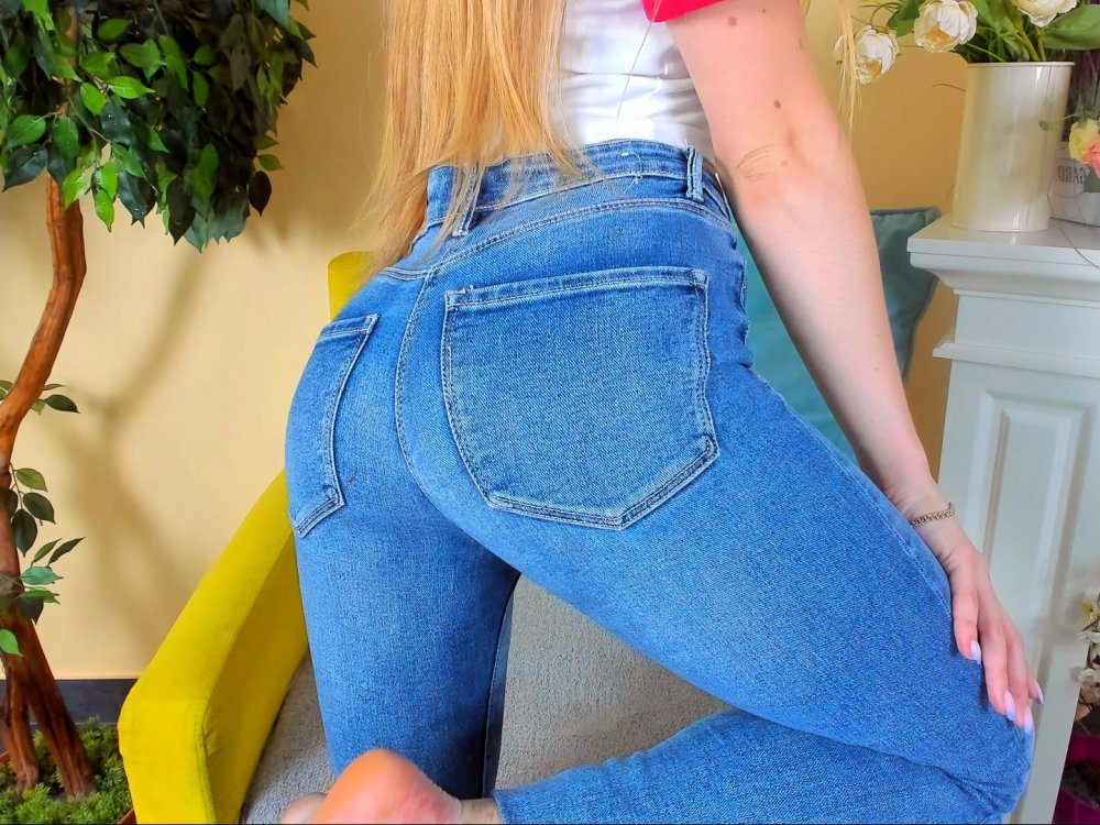 Angela_space at StripChat
