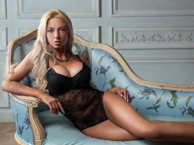 Tremendous_blondie