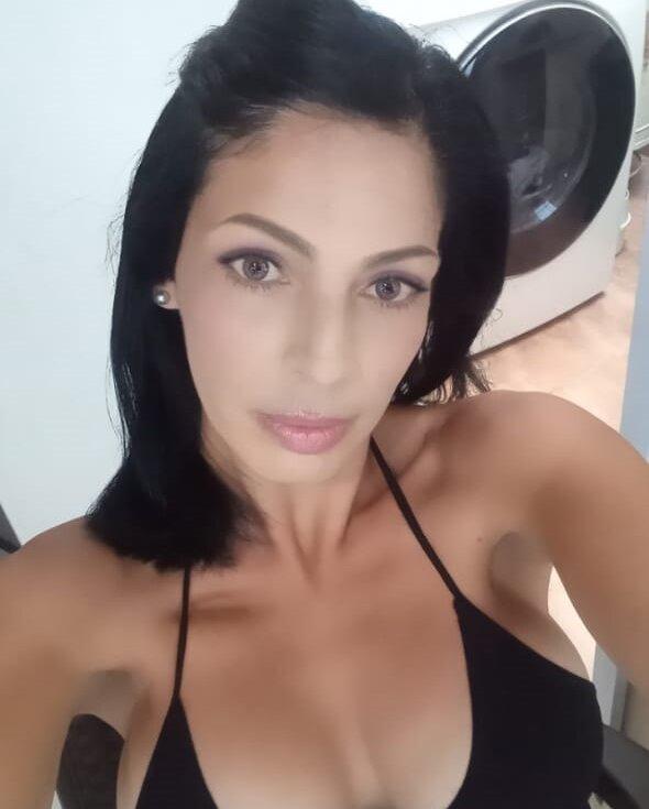 Gabriela_Coleman at StripChat