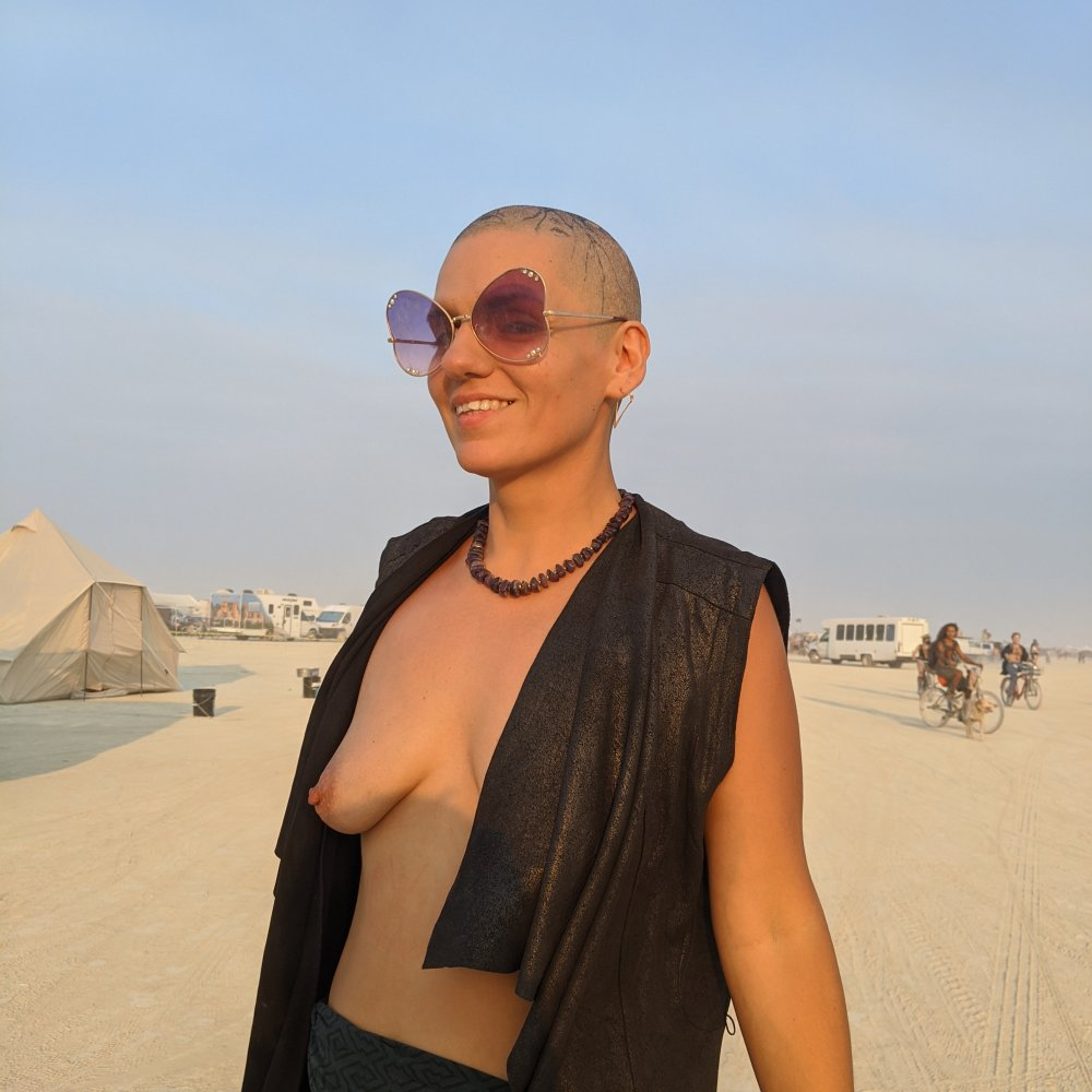 Watch  etta_the_priestess live on cam at StripChat