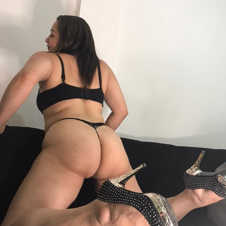 linda_thompson13 at StripChat