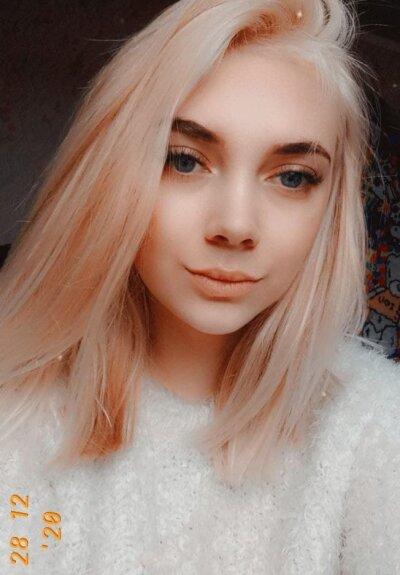 Isabella_Blondie