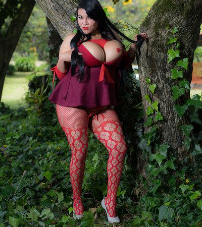 Mia_hot_cum at StripChat