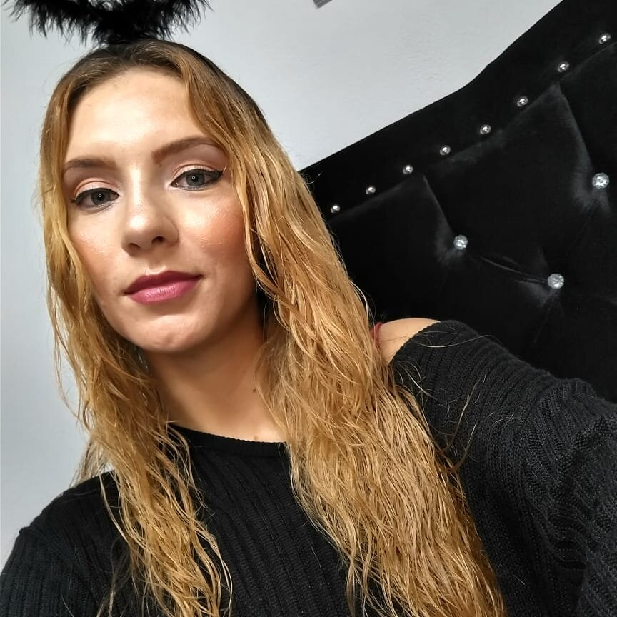 Watch  Kristal_Blue live on cam at StripChat
