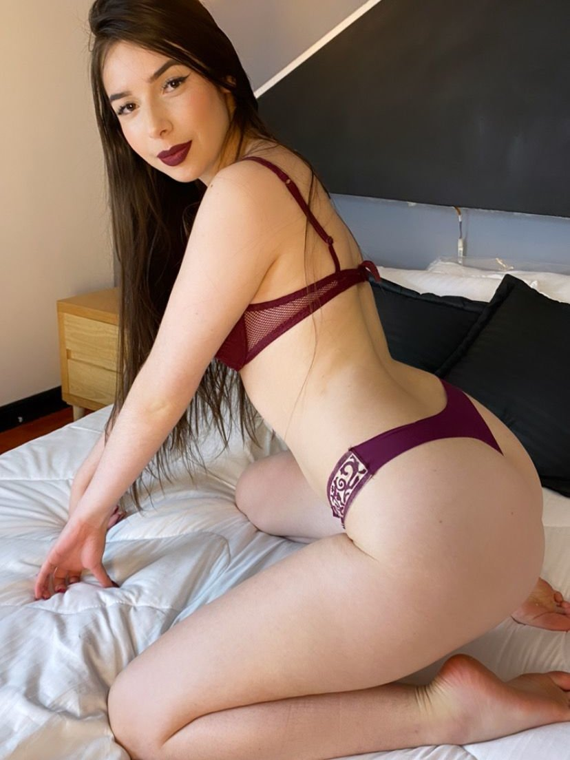 Watch  Isabella_beret live on cam at StripChat
