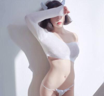 AngelaJolie
